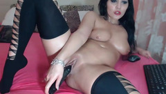 FreeButerfly fucks herself in front of webcam