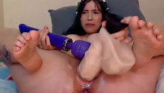 Yeni_luv_anal banging her cunt with big dildo
