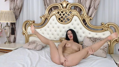 Black-haired Felicia Peters fingering pussy