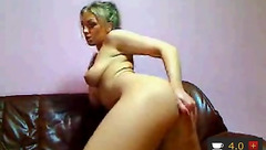 Glamurgirl fingering and toying her pussy