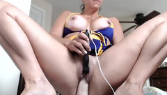 Awesomebeachcouple: mature brunette toying and dildoing herself