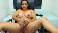 Chick does dildo insertion