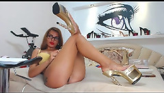Amazingass1 shows off her new shoes
