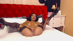 Nicolebellaa masturbating on the bed