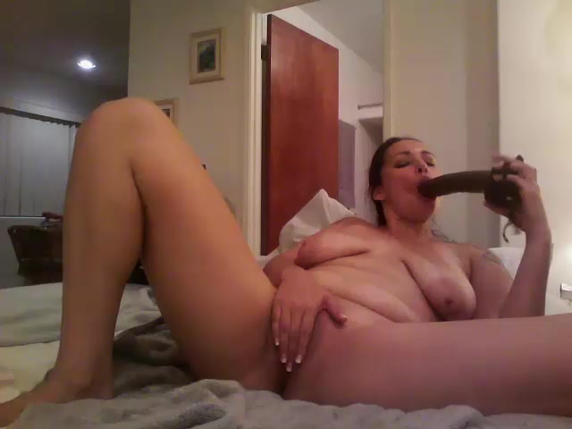 Hawaiianhoney69 plays with a brown dildo