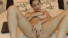 PreciousGRL caresses her clit in front of webcam