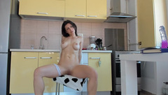 Naked housewife Blueyes