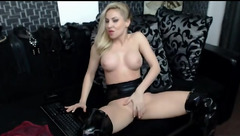 Christine Lovely pulls her pussy