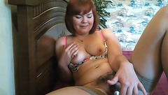 SashaWhyNot toying her hairy pussy