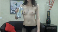 Half-naked Elizabeth_Bri dancing in front of webcam