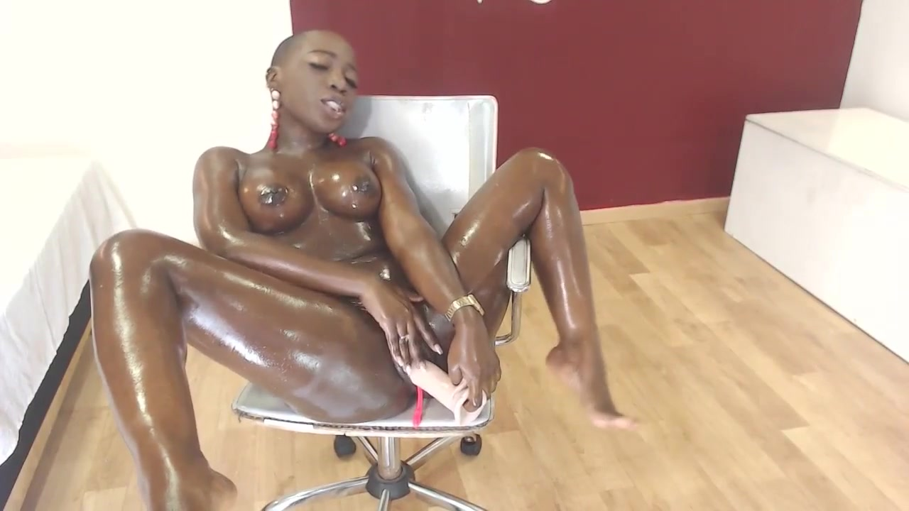 Loliitabrown: oil and dildo show