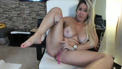 Curvy blonde Angel_danm_milf