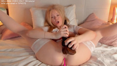 Beauty Molly_p with her sex toys
