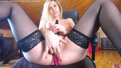 Vibrator and fingering cumshow from Wildtequilla