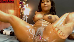 Oil and dildo show with Blackchiina
