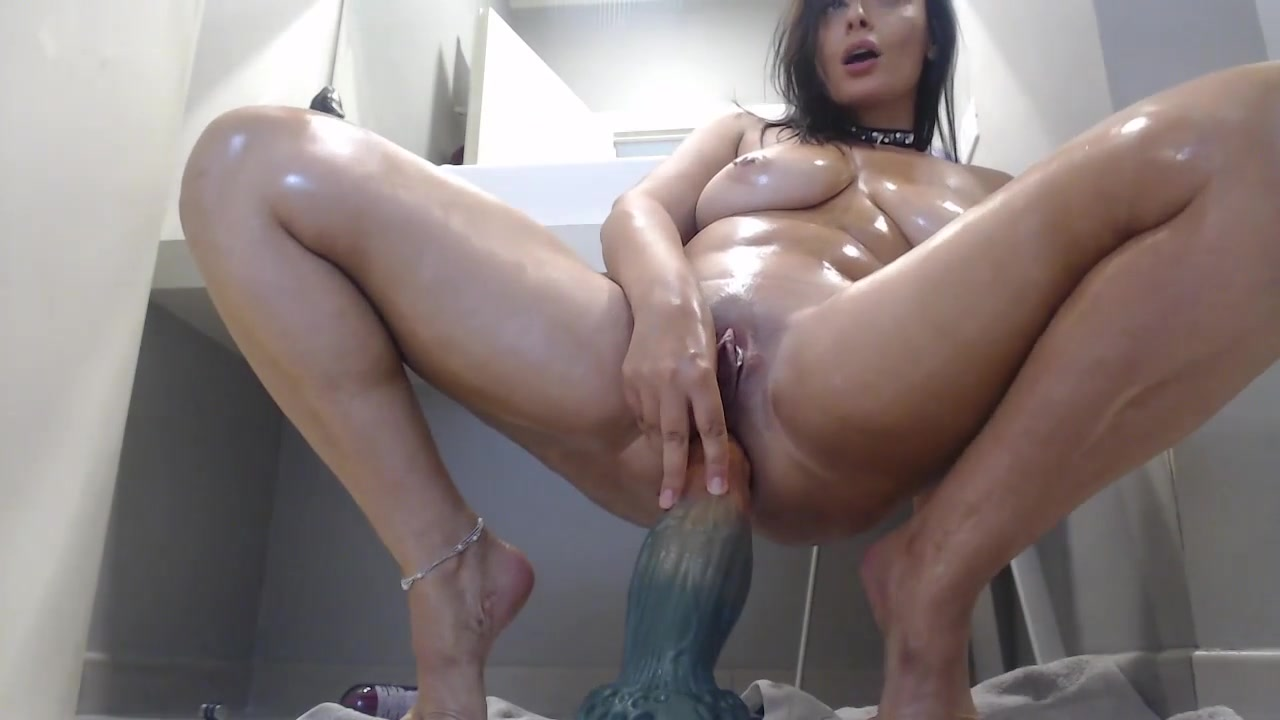 Naughtyelle: anal show in the bathroom