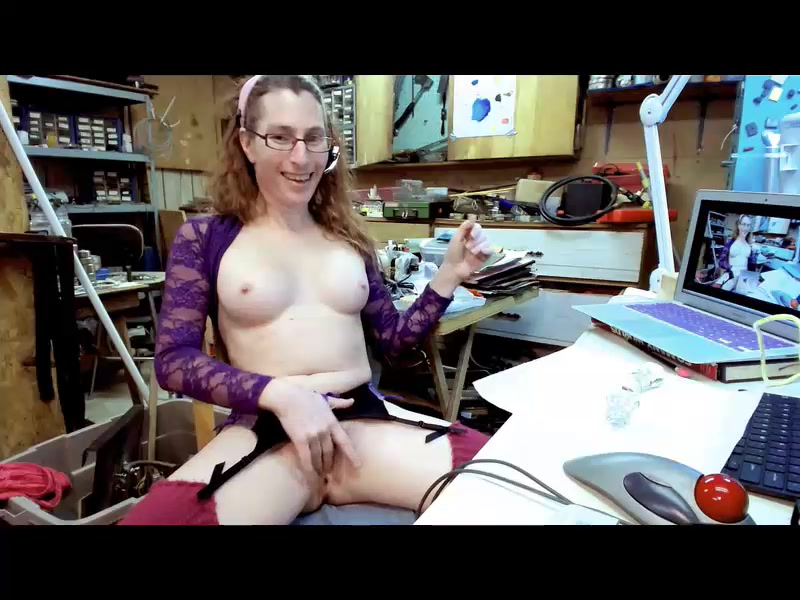 Horny milf Doxie in sex chat
