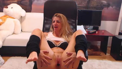 Webcam blonde Jaylynxxxx74 is showing off her shaved pussy to the webcam