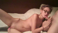 Skinny amateur chick Amz_couple with glasses is stuffing vibrator in shaved cunt and sucking big dick