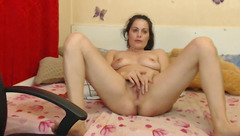 Fuck hungry milf Beauty Alexya is lying in front of the webcam and fingering her cunt