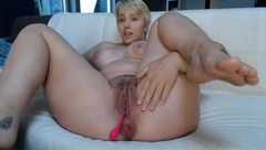 Passionate hot blonde Melissa191 is shoving vibrator stick in pussy and stroking clit