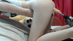 Skinny petite chick Sex_Lollipop is having shaved pussy drilled by fucking machine in doggy pose