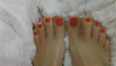 Slutty webcam girl AriannaAri is showing her sexy feet with red nailed toes