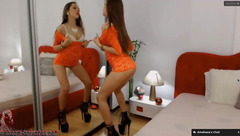 Skinny brown haired Ameliaaa is excitingly posing to the webcam and masturbating cunt