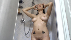 Busty cam model LolaRoses is sopaing up her natural jugs in the shower