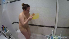 Appetizing plump girl is washing her bubble butt and plump shaved pussy in the bath